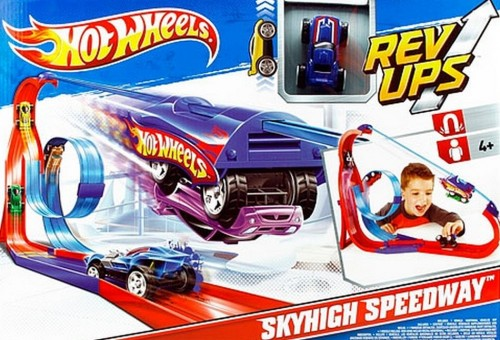 Pista de Hot Wheels con regalo de coche en Toys R Us